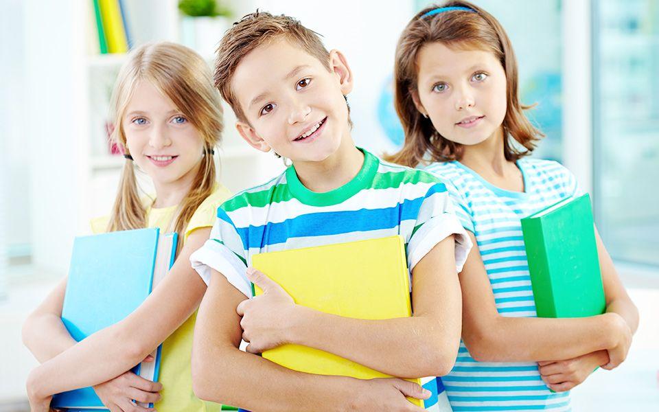 <ul> <li>poziom kształcenia dostosowany do możliwości psychofizycznych uczniów</li> <li>nowoczesną bazę dydaktyczno-wychowawczą</li> <li>wysoko wykwalifikowaną, przyjazną uczniowi kadrę pedagogiczną</li> <li>opiekę pedagoga, psychologa, pielęgniarki, rehabilitanta, felinoterapeuty, dogoterapeuty, surdopedagoga, pedagoga terapeuty, logopedy, terapeuty integracji sensorycznej</li> <li>stałą możliwość indywidualnych konsultacji z kadrą pedagogiczną</li> <li>miłą i przyjazną atmosferę</li> <li>poczucie bezpieczeństwa</li> </ul>